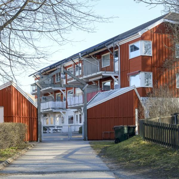 https://karlshamnsbostader.se/wp-content/uploads/Hagaslätt-05_600x600_acf_cropped-1.jpg